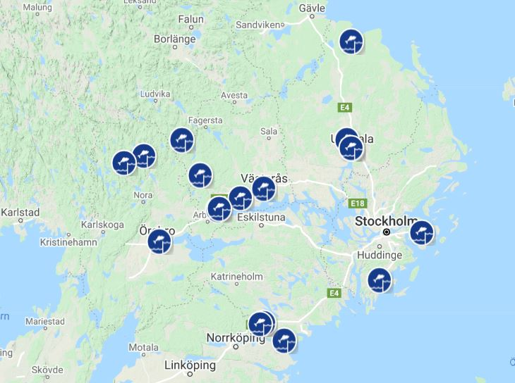 En karta över mälardalsområdet med utmärkta besöksmål som visar åtgärdade forsar och fiskvägar.